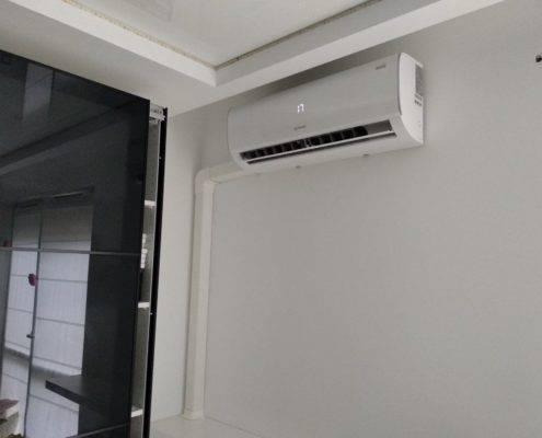 39674634 278586799534583 7624375611137458176 n 495x400 - Klimatyzator zamontowany - estetycznie i ładnie